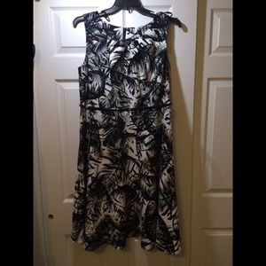 Alyx black and white leafy floral dress size 16W